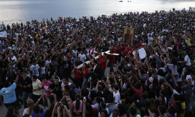 Catholics carry the World Youth Day cross during its arrival in Icarai beach in Niteroi near Rio de Janeiro