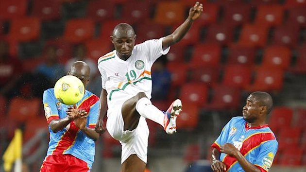Niger's Moussa Maazou and Democratic Republic of Congo players Yousuf Mulumbu and Tresor Mputu run during their African Nations Cup Group B match at the Nelson Mandela Bay Stadium in Port Elizabeth