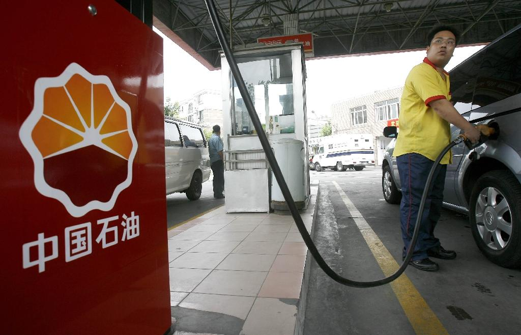 China energy giants' H1 profits fall on low oil prices