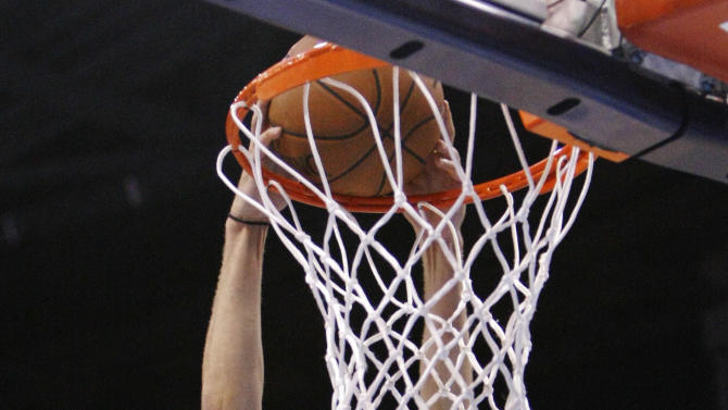 Oklahoma City Thunder's Kevin Martin dunks against the Memphis Grizzlies during the first half of Game 5 of an NBA basketball playoffs Western Conference semifinal, in Oklahoma City, Wednesday, May 15, 2013. (AP Photo/Alonzo Adams)