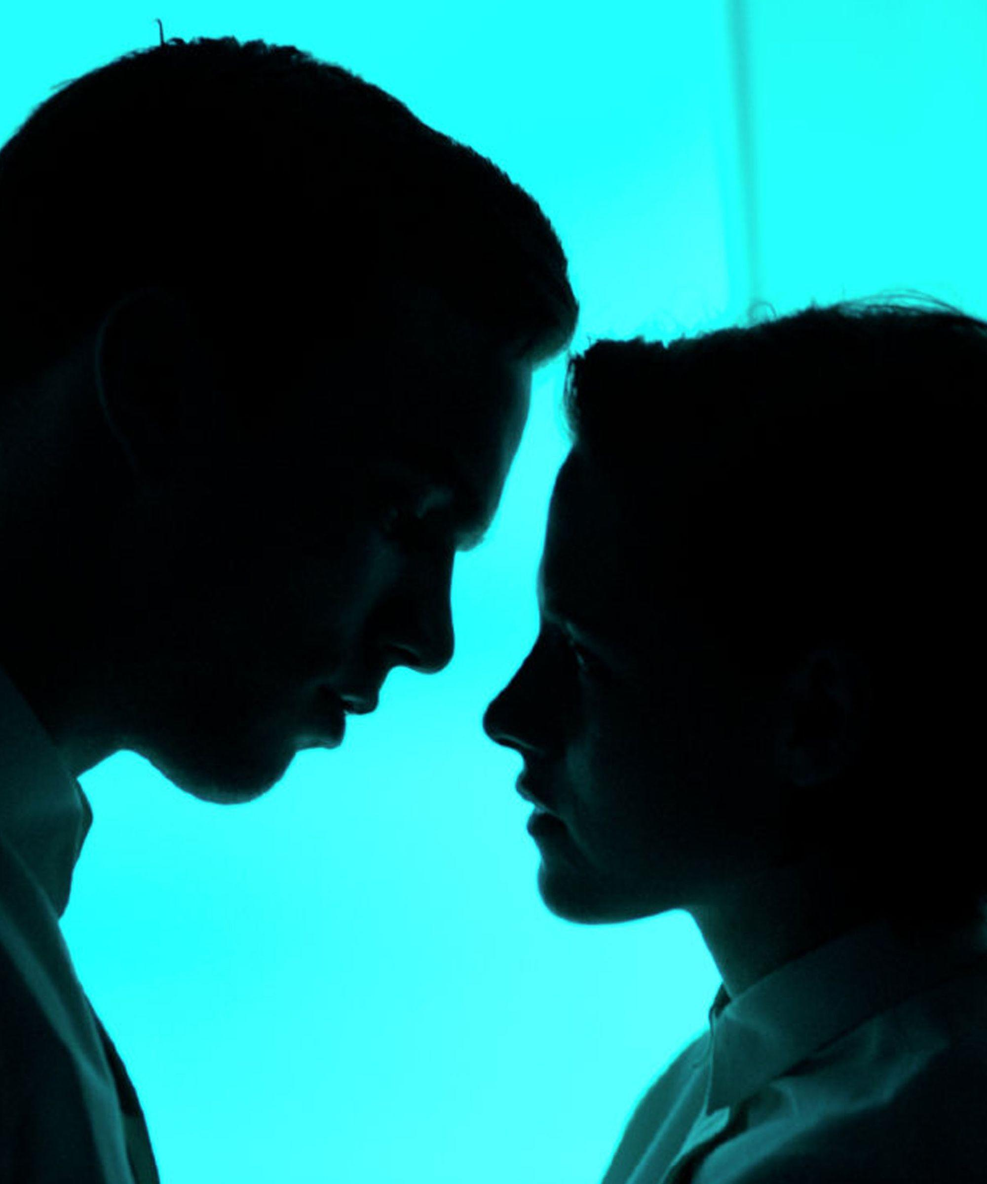 Kristen Stewart & Nicholas Hoult Fall In Love In This Sci-Fi Romance