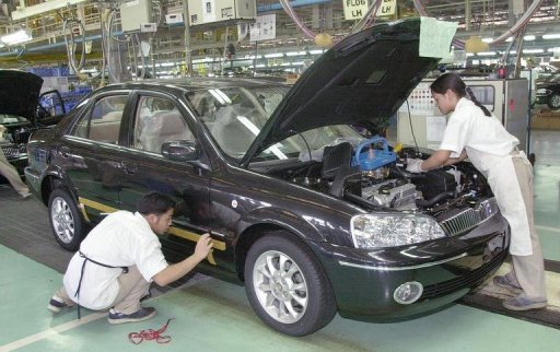<p>Filipino workers at the Ford assembly plant near Manila in 2002. The US auto giant said Wednesday it is to close its vehicle assembly plant in the Philippines by the end of the year, with the loss of 360 jobs, as part of an ongoing restructuring across Asia.</p>