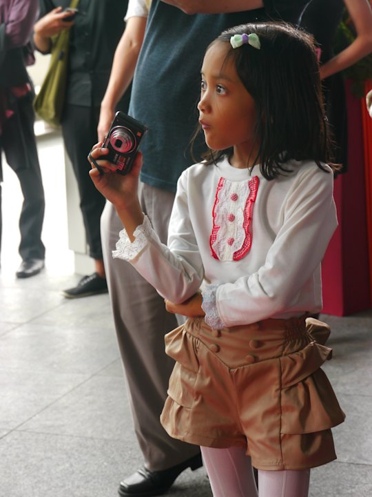 A young and budding photographer, I reckon. She diligently took photos throughout the event. (Yahoo! Singapore/ Deborah Choo)