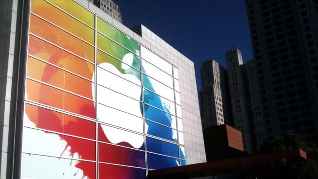 Harvard Business Review: Apple is in trouble and it's trying to hide it by reporting record profits