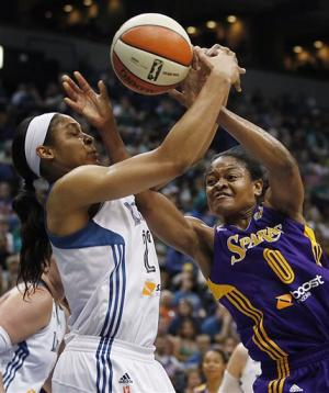 Whalen helps Lynx rout Sparks 88-64