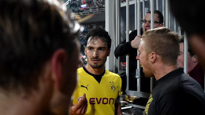 Mats Hummels (C), pictured on November 26, 2015, gave away a penalty in their 1-0 Europa League defeat at Russia's FK Krasnodar