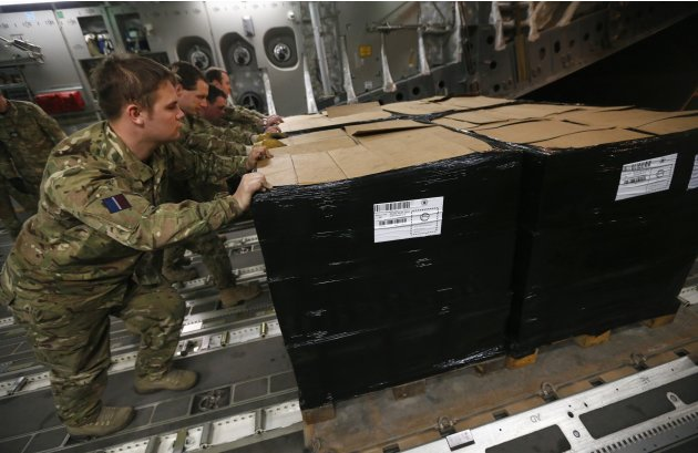 Members of the Royal Air Force Air Movement Services push a pallet loaded with French Army rations off a C17 cargo aircraft after delivering it to Bamako, Mali