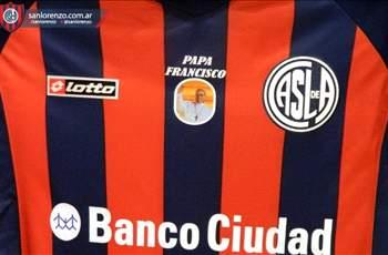 Extra Time: San Lorenzo plays in Pope shirts