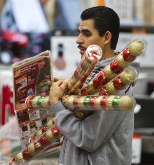 Holiday sales seen rising 4.1 percent in 2012