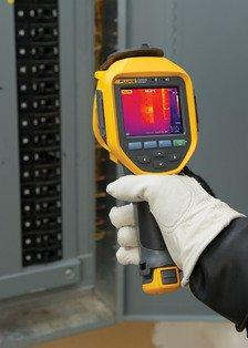 New Fluke infrared cameras with LaserSharp™ Auto Focus deliver in-focus images for the best imaging accuracy