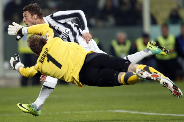 Juventus' Marchisio looks at the ball as he scores against Fiorentina during their Serie A soccer match in Florence