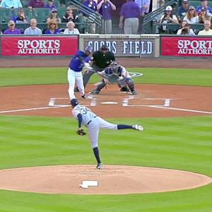 Reyes' RBI single in home debut