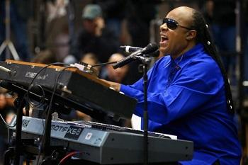 Stevie Wonder to Perform Dick Clark Tribute at the AMAs