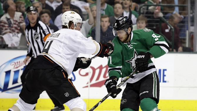 Stars beat Ducks 4-2, even series 2-2