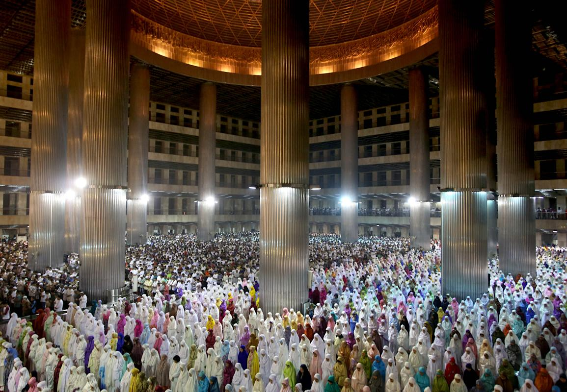 Indonesia muslims perform an evening prayer called 'tarawih' marking the first eve of the holy fasting month of Ramadan, at Istiqlal Mosque in Jakarta, Indonesia, Saturday, June 28, 2014. During Ramadan, the holiest month in Islamic calendar, Muslims refrain from eating, drinking, smoking and sex from dawn to dusk. (AP Photo/Tatan Syuflana)