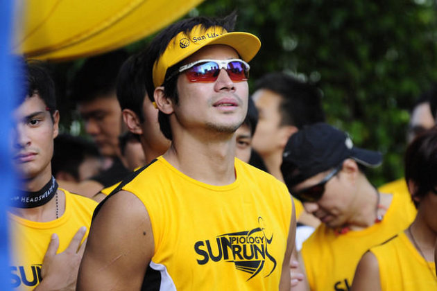 Actor Piolo Pascual seen during the SUN Piology Run held at the Vienna Piazza located in Mckinley Hill on 24 November 2012. (Angela Galia/NPPA images)