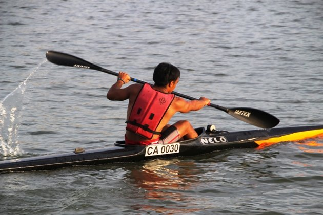 Singapore national kayaker Syaheenul Aiman trains in Kallang waters ahead of the SEA Games (Yahoo Photo).