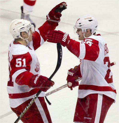 Datsyuk, Hudler lift Red Wings over Canucks