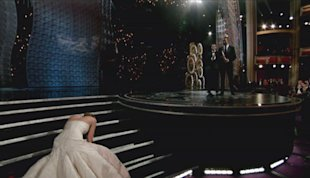 Oscars 2013: Jennifer Lawrence Suffers Embarrassing Fall As She Stumbles To Best Actress Win (PHOTO)