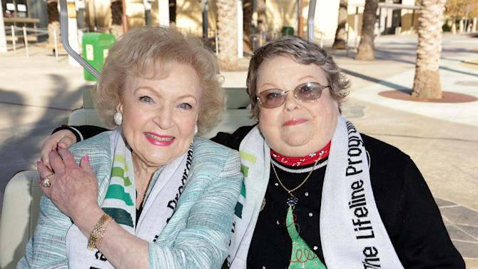 "Betty ""White Out"" Tour At The Los Angeles Zoo With The Lifeline Program"