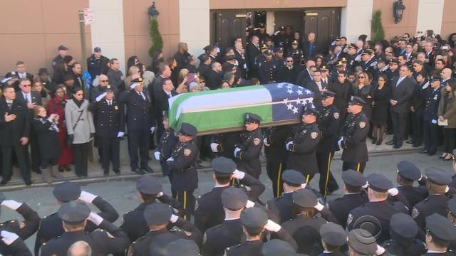 Thousands honor fallen NYPD officer; A bridge stuck in time