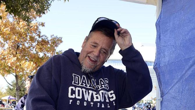 Jerry Bishop of Forney, Texas carves his fried Thanksgiving Day turkey as he tailgates before an NFL football game between the Philadelphia Eagles and Dallas Cowboys, Thursday, Nov. 27, 2014, in Arlington, Texas