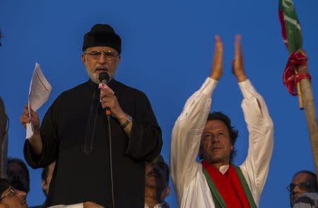 opposition leader of PAT Qadri addresses supporters while flanked by opposition leader Khan of PTI in Islamabad
