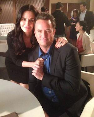 Courteney Cox and Matthew Perry reunite on the set of 'Go On' on February 20, 2013  -- Twitter