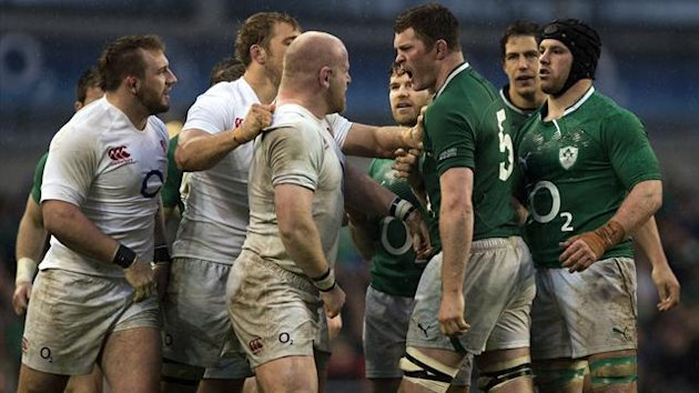England&#39;s prop Dan Cole (3rd L) goes head to head with Ireland&#39;s lock Donnacha Ryan (2nd R) after an incident with Ireland&#39;s prop Cian Healy (R) during during the Six Nations international rugby union match between Ireland and England (AFP)