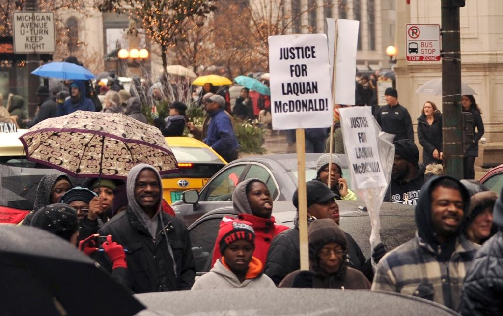 Thousands protest police shooting in Chicago