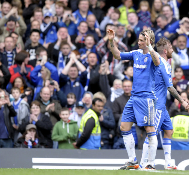 Chelsea's Fernando Torres (L) Celebrates Scoring Against Leicester City   FOR EDITORIAL USE ONLY Additional License AFP/Getty Images