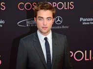 Robert Pattinson Bersenang-Senang di Pesta
