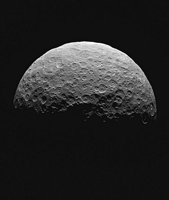NASA Snaps New Views of Dwarf Planet Ceres' Mystery Spots (Video)
