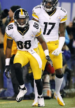 Pittsburgh Steelers wide receiver Emmanuel Sanders (88) celebrates after catching a pass for a touchdown during the first half of an NFL football game against the New York Giants, Sunday, Nov. 4, 2012, in East Rutherford, N.J. (AP Photo/Julio Cortez)