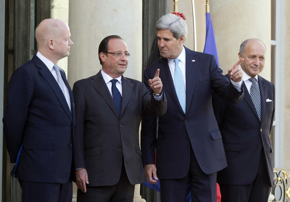 From left, British Foreign Secretary William Hague, French President Francois Hollande, U.S. Secretary of State John Kerry and French Foreign Minister Laurent Fabius pose upon their arrival at the Elysse Palace in Paris, prior to a meeting on Syria, Monday, Sept. 16, 2013. (AP Photo/Michel Euler)