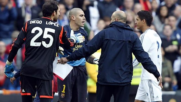 Barcelona's goalkeeper Victor Valdes (C) reacts at the end of their Spanish first division soccer match against Real Madrid at Santiago Bernabeu stadium in Madrid March 2, 2013 (Reuters)
