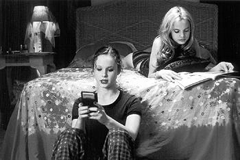 Thora Birch and Mena Suvari in American Beauty
