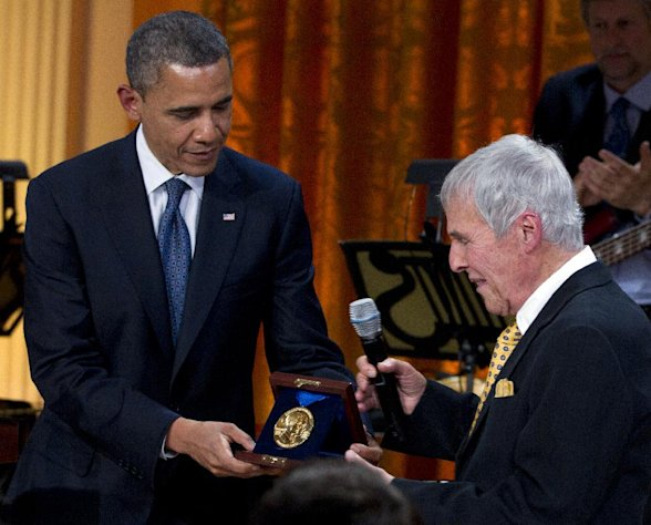 "President Barack Obama presents songwriter Burt Bacharach with a 2012 Library of Congress Gershwin Prize for Popular Song during the ""In Performance at the White House"" in the East Room of the White House Wednesday, May 9, 2012, in Washington. (AP Photo/Carolyn Kaster)"