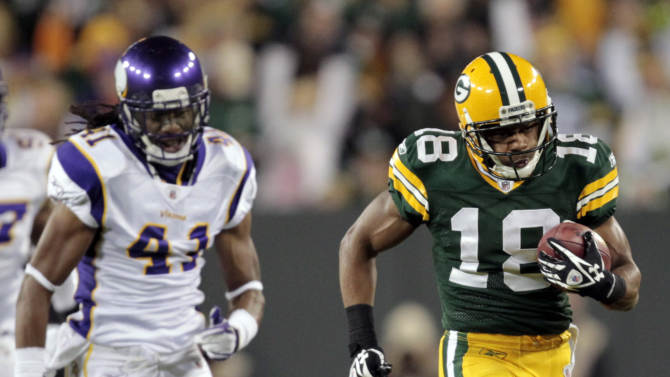 Green Bay Packers' Randall Cobb (18) breaks away from Minnesota Vikings' Mistral Raymond (41) for an 80-yard punt return for a touchdown during the first half of an NFL football game Monday, Nov. 14, 2011, in Green Bay, Wis. (AP Photo/Mike Roemer)