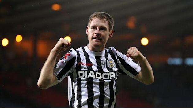 Scottish Football - Van Zanten extends St Mirren stay