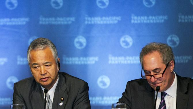 Japanese Economy Minister Akira Amari and US Trade Rep. Michael Froman participate in a press conference in Lahaina, Maui, Hawaii