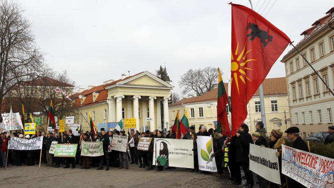 Protesters decry Lithuania's shale gas plans