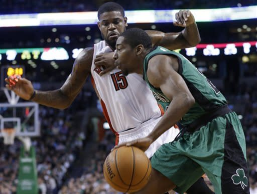 Garnett, Pierce reach milestones in Celtics' win