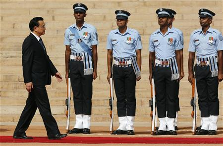 Chinese Premier Li inspects a guard of honour during his ceremonial reception at the forecourt of India's presidential palace Rashtrapati Bhavan in New Delhi