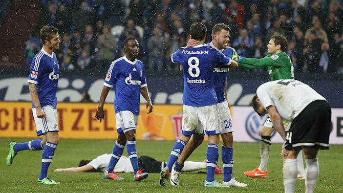 Schalke's Adam Szalai of Hungary, third from right,  celebrates with teammates after scoring during the German first division Bundesliga soccer match between Schalke 04 and Eintracht Braunschweig in Gelsenkirchen, Germany, Saturday, March 22, 2014