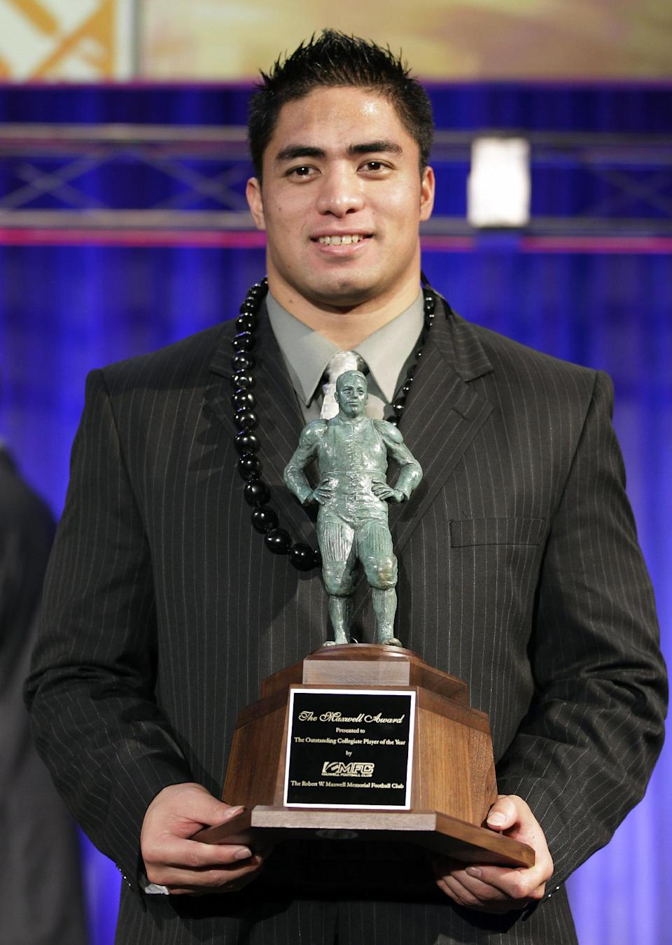 Notre Dame defensive back Manti Te'o displays his trophy for the Maxell Award after being named the nation's college player of the year at the Home Depot College Football Awards in Lake Buena Vista, Fla., Thursday, Dec. 6, 2012. (AP Photo/John Raoux)