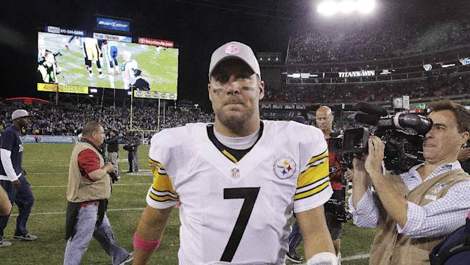 Pittsburgh Steelers quarterback Ben Roethlisberger walks off the field after the Steelers' 26-23 loss to the Tennessee Titans in an NFL football game Thursday, Oct. 11, 2012, in Nashville, Tenn. (AP Photo/Wade Payne)