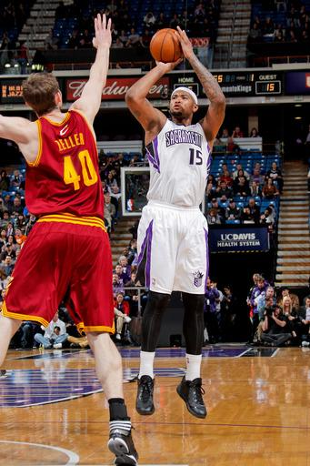 Cousins helps Kings beat Cavs to end 4-game skid