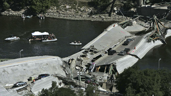 FILE - This Aug. 3, 2007, file photo shows divers during recovery efforts following the 35W bridge collapsed in Minneapolis.  Historians, safety officials, educators and victims of the collapse would have six months to claim remnant steel from it under a bill the Minnesota House is set to vote on Monday, May 6, 2013. Their parts would come free, but the rest of the 3,000-plus tons of rusting steel would be sold for scrap and net the state as much as $650,000. (AP Photo/Minneapolis Star Tribune, Jim Gehrz) MANDATORY CREDIT; ST. PAUL PIONEER PRESS OUT; MAGS OUT; TWIN CITIES TV OUT