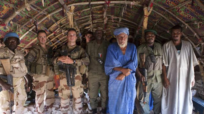French and Malian soldiers pose for a picture with a village chief, north of Timbuktu